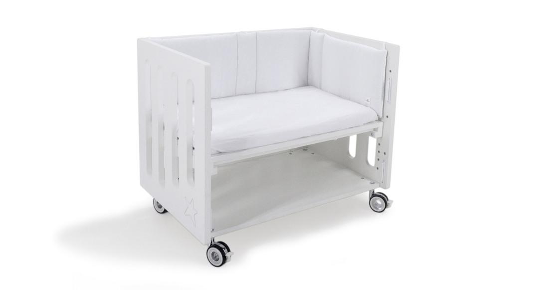 minicuna colecho inborn crib con ropa textil blanco y lila