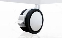 Detalle ruedas plástico minicuna colecho Alondra
