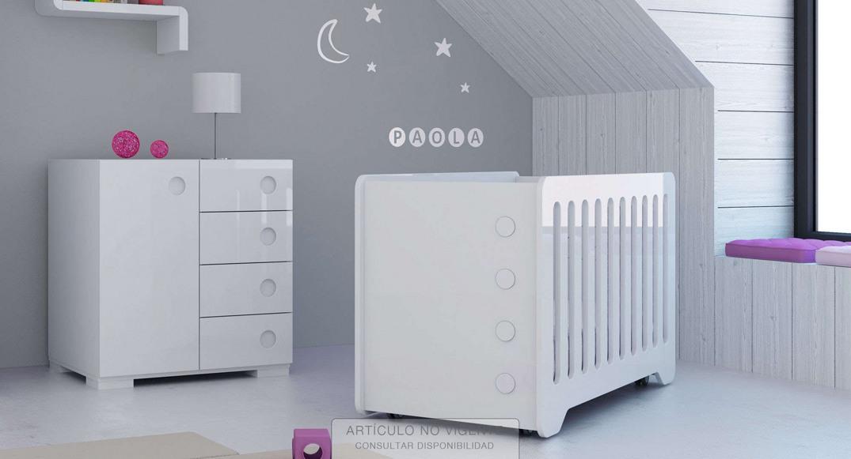 Habitaciones para bebés blancas modernas y grandes de Alondra