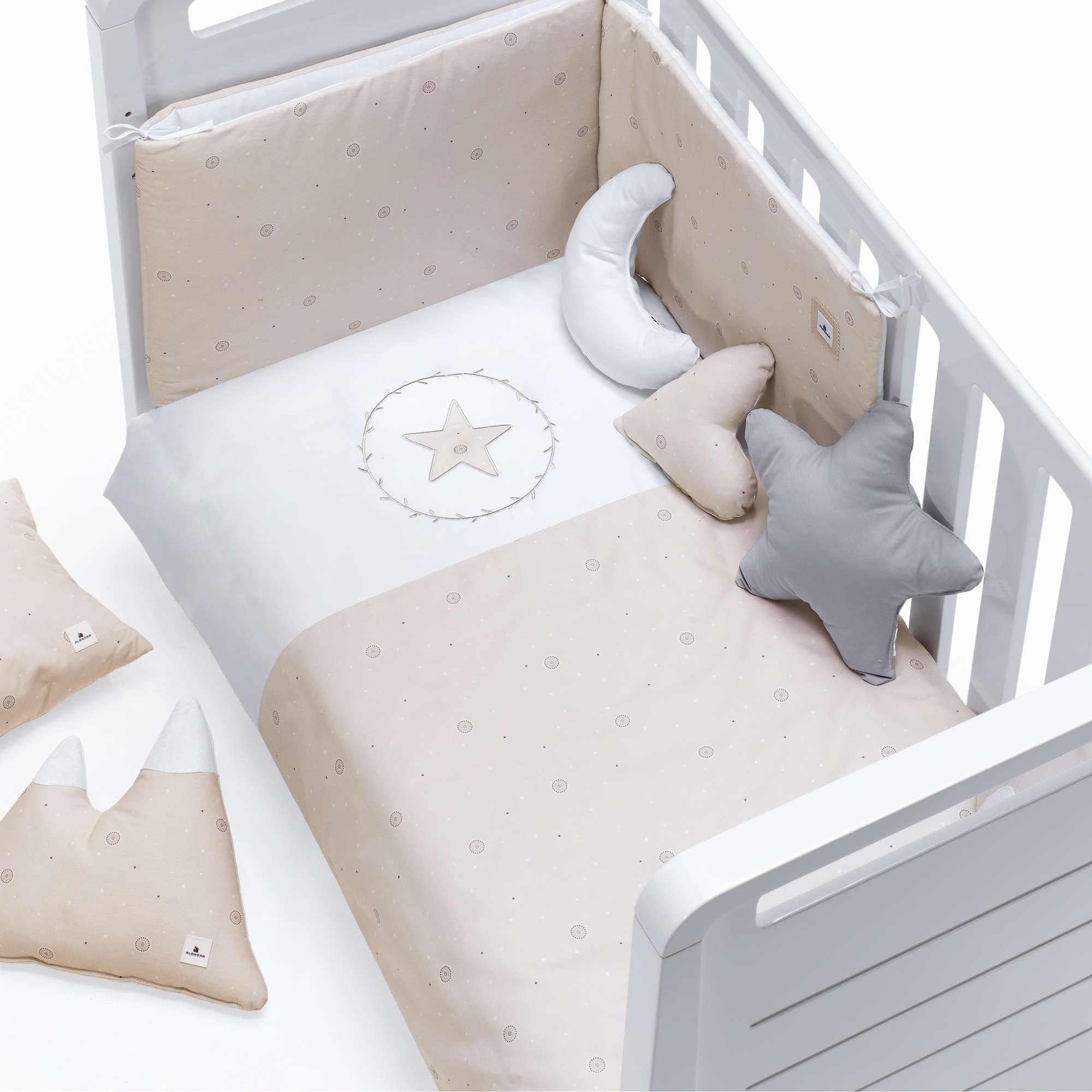 Colección textil para cuna de bebé en color beige