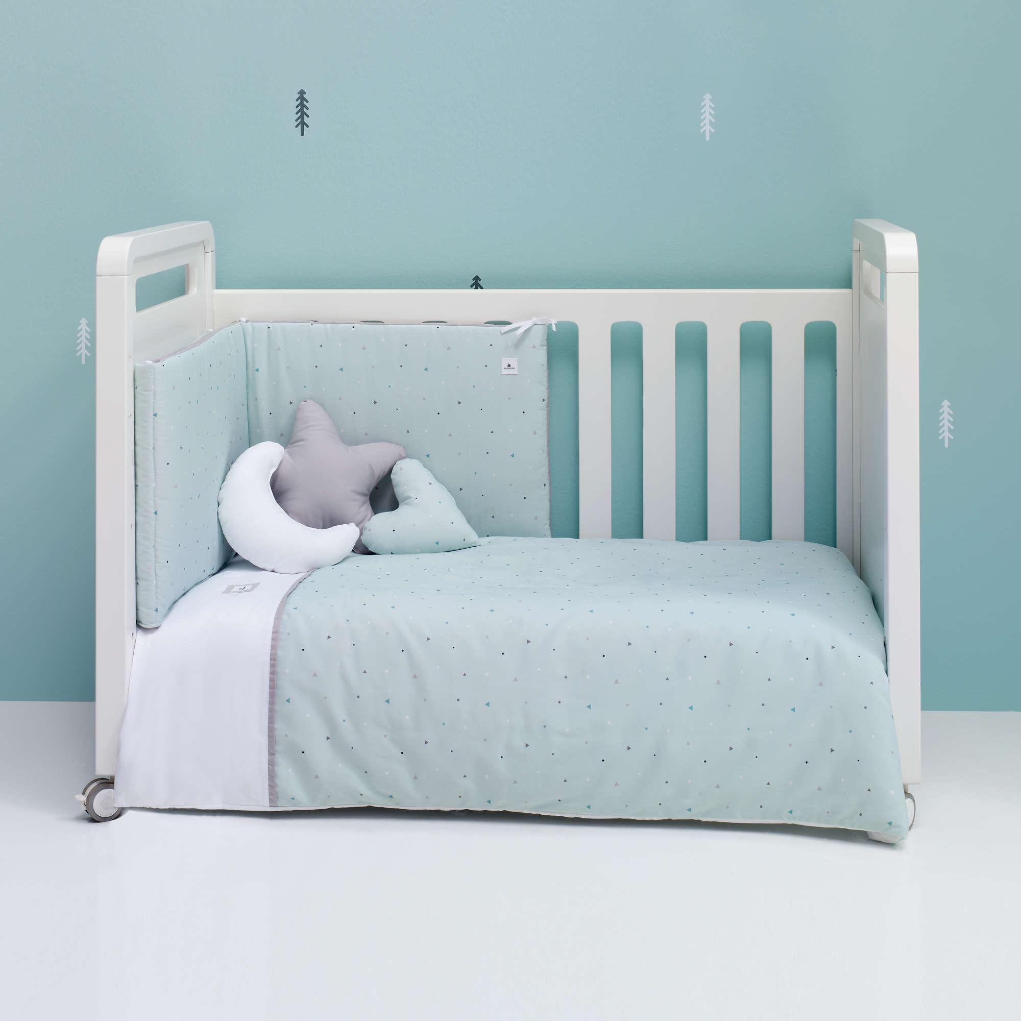 Colección textil para cuna de bebé en color verde menta