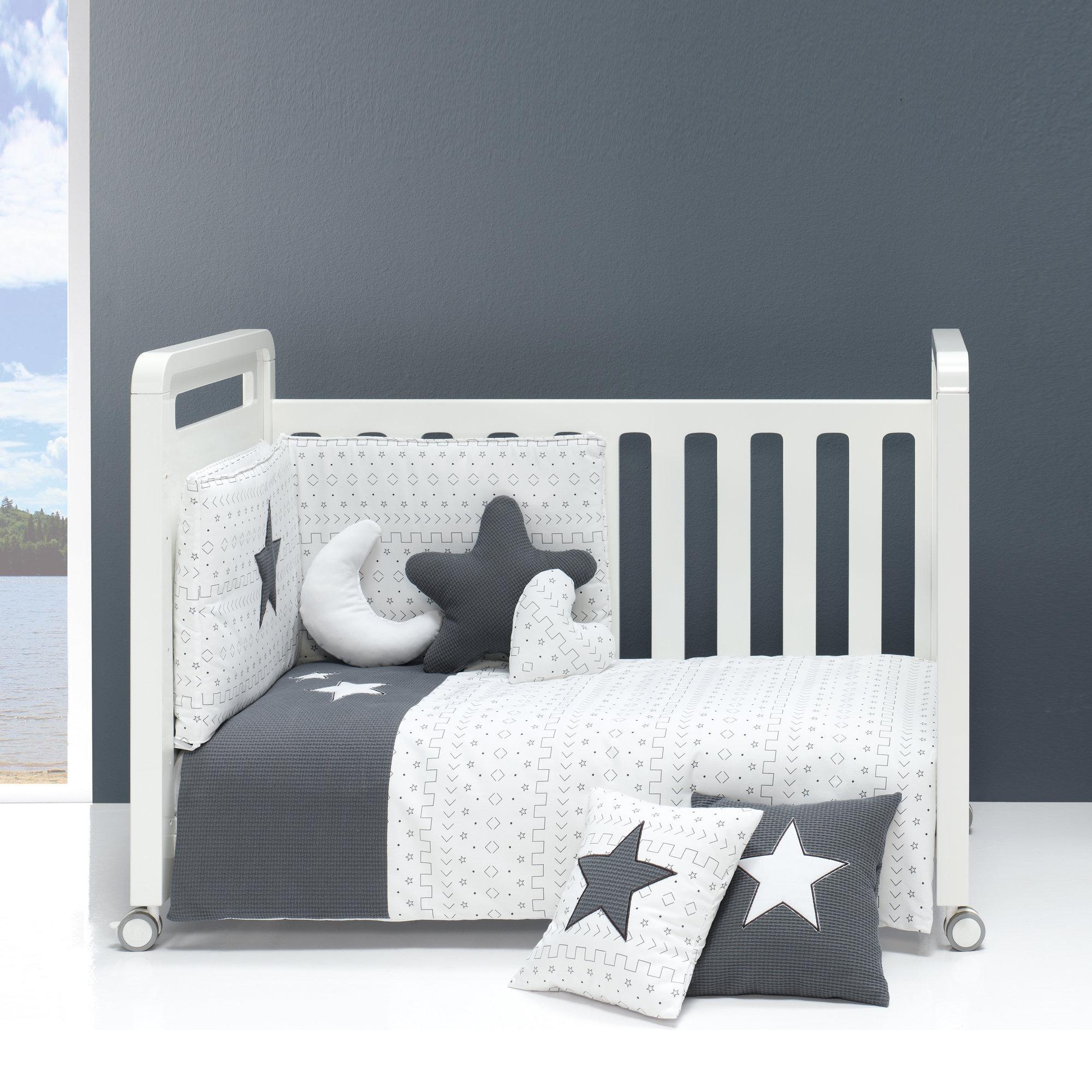 Colección textil para cuna de bebé en color antracita y blanco