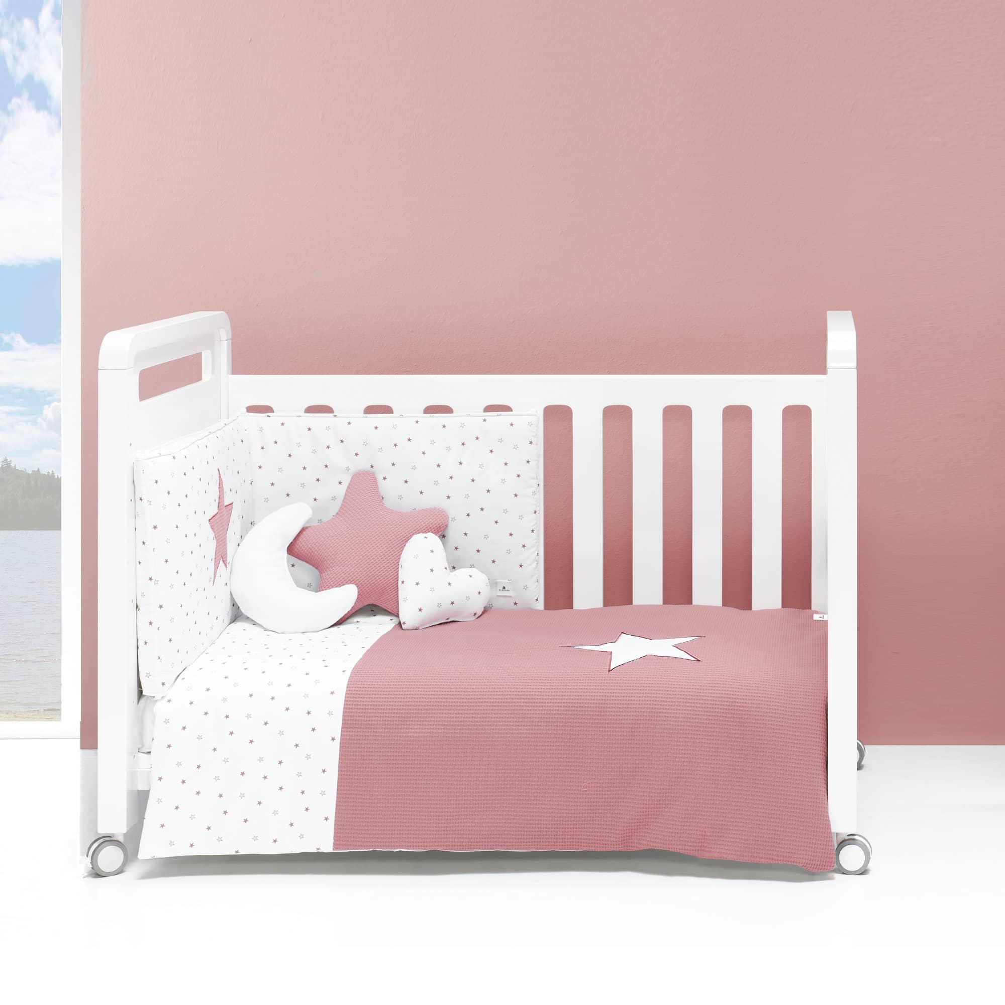 Colección textil para cuna de bebé en color rosado y blanco