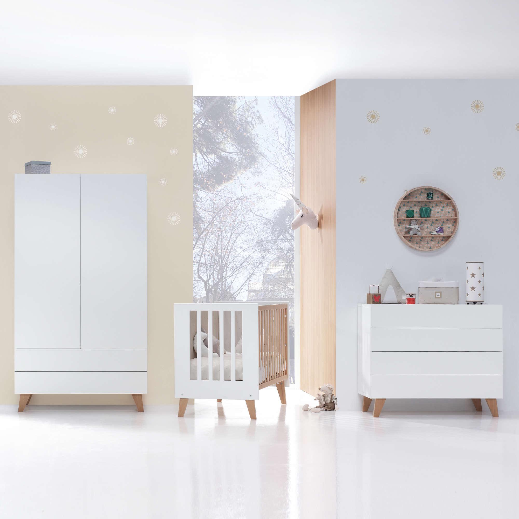 Habitación infantil de estilo nórdico en blanco y madera Scandi Origin Alondra