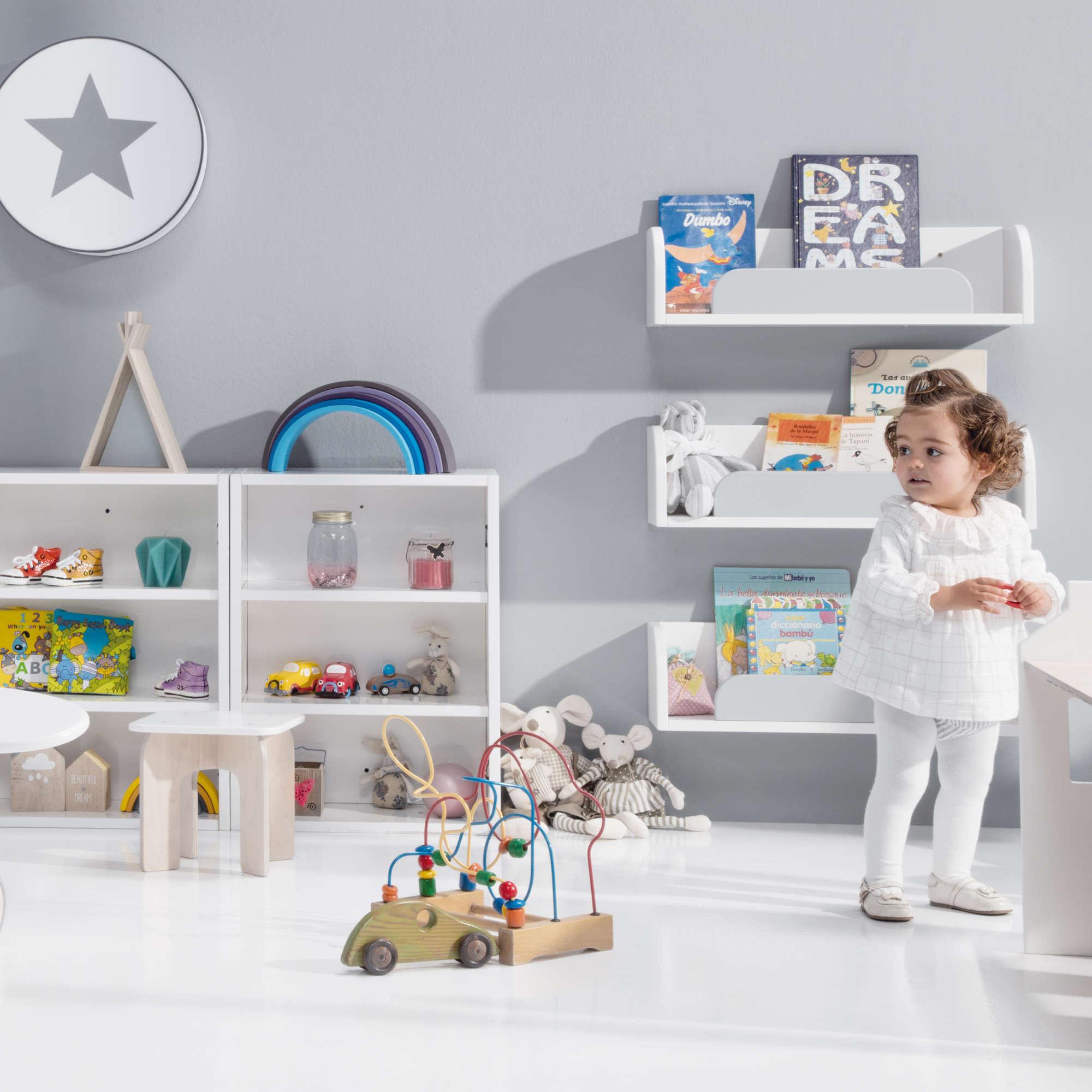 Estanterías tipo especiero Montessori en blanco mate