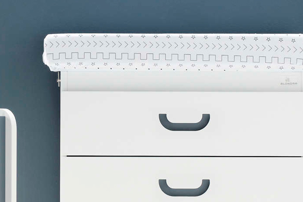 Pomos en forma de uñero incorporados en la parte delantera del cajón
