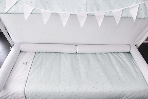 Colocación cojín rulo protector cama montessori 90x200