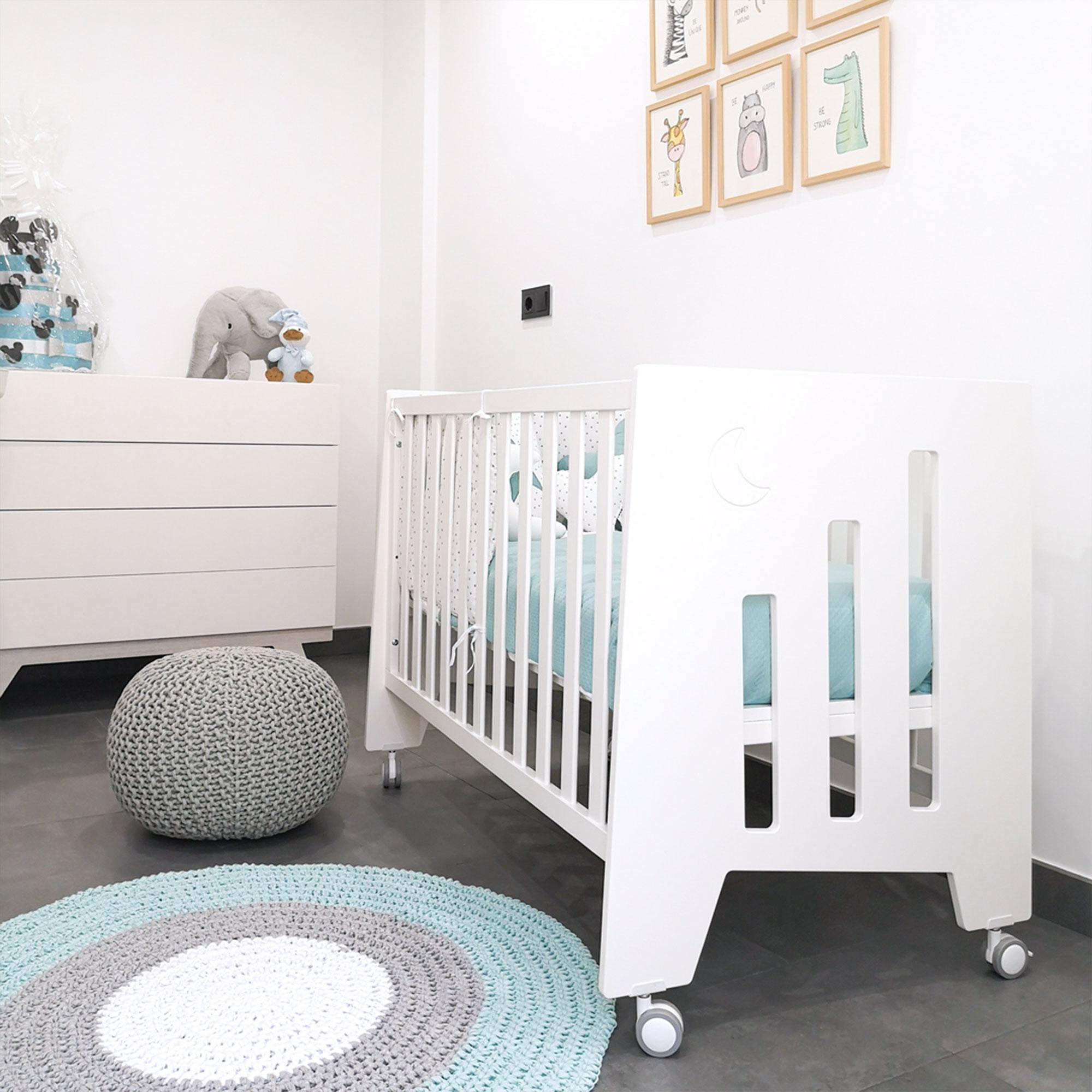 Habitación infantil con cuna evolutiva en colecho