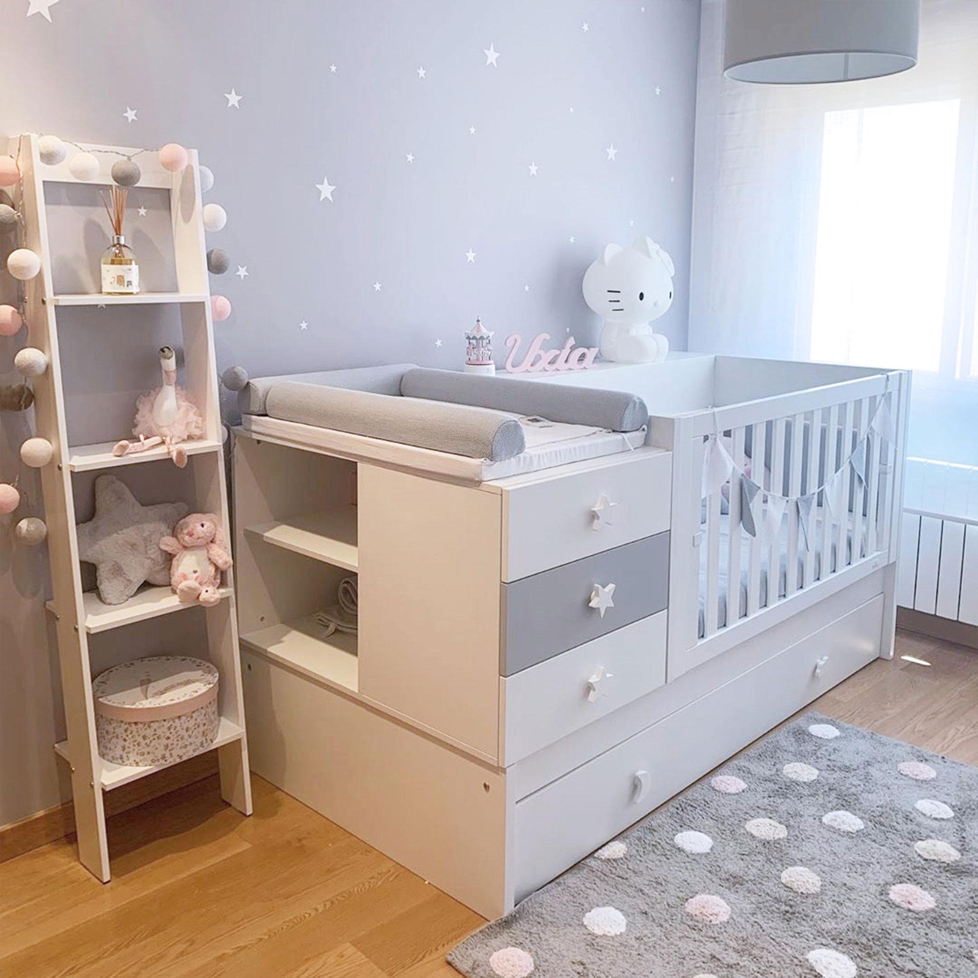 Dormitorio de bebé con cuna convertible