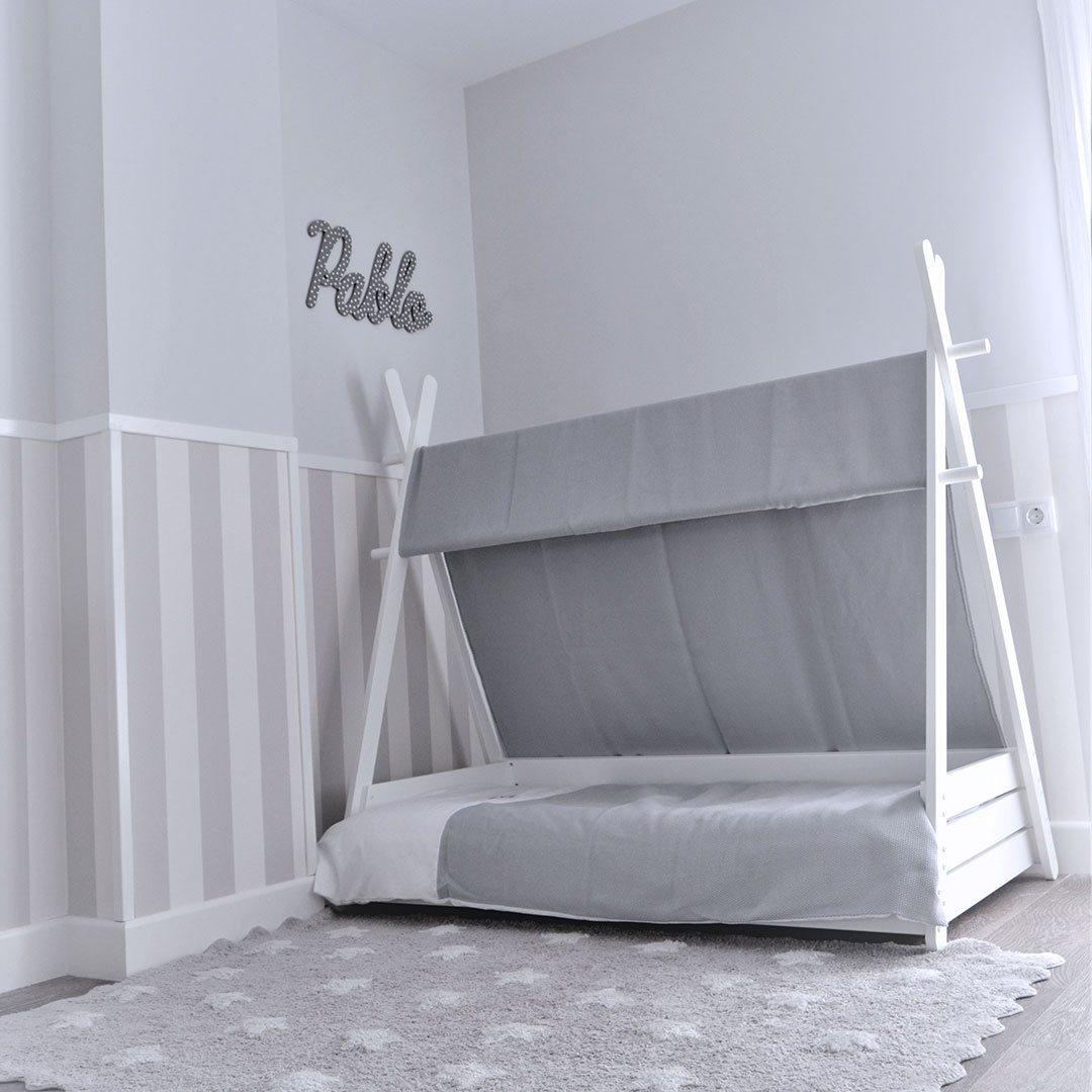 Cama Montessori 70x140cm en blanco y textil gris